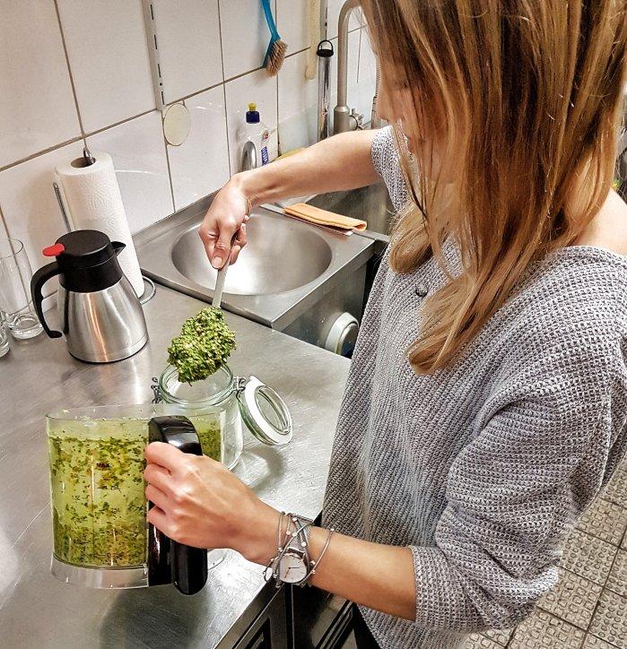 Veganes Frankfurter Grüne Soße Pesto Jasmin macht Pesto