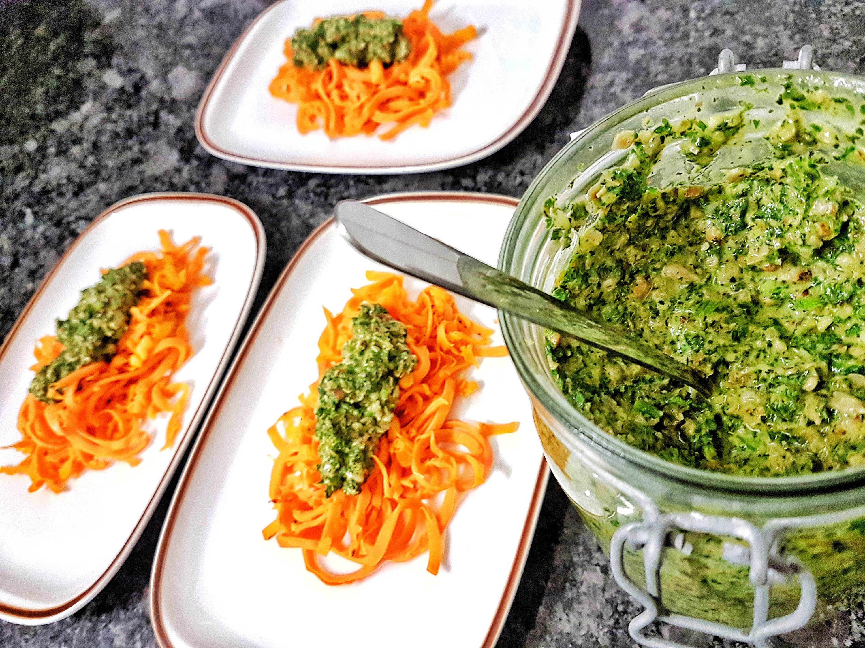 Veganes Frankfurter Grüne Soße Pesto fertig 2